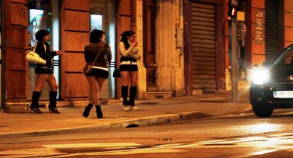 الحرس الاسباني يلقي القبض على أفراد شبكة تهجر المغربيات عبر الناظور لاستغلالهن في الدعارة و البورنو