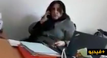 مثير: موظفة ببلدية الحسيمة تنهر موطنا قصدها لغرض إداري قبل فرارها منه لإنهاء حديثها عبر الهاتف
