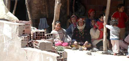 هدم أزيد من 12 محل للسكن بدوار عين الذيب بجماعة أولاد ستوت بزايو