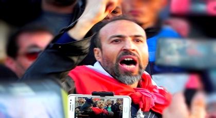 صورة الخطابي وعلم جمهورية الريف يثيران الفوضى في محاكمة الزفزافي والقاضي يطرد جلول