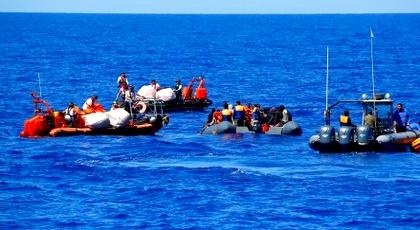 عناصر البحرية الملكية تنقذ 55 مهاجرا أبحروا من سواحل سيدي عابد بالحسيمة
