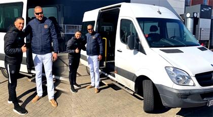 البطل العالمي عزيز قلاح يتبرع لجمعية مرضى دعم السرطان بالدريوش بحافلة خاصة لنقل المرضى لمراكز الاستشفاء
