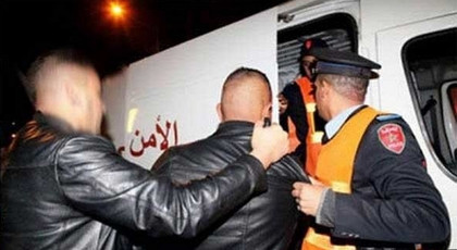 اعتقال عسكري ينتحل صفة الشرطة ويبتز المواطنين بأصفاد اقتناها من شرطية بهذا الثمن
