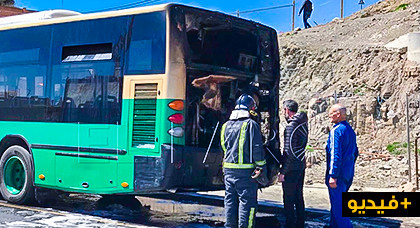 احتراق حافلة بالمعبر الحدودي يتسبب في هلع وسط الركاب