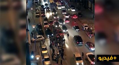 وتعود الإعتداءات من جديد.. فيديو لتهجم سائقي طاكسيات كازا على مستخدم في كارييم