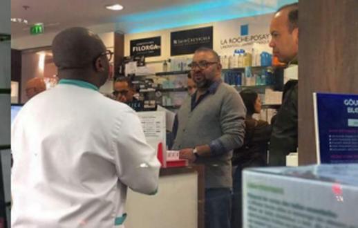 شاهدوا صور جديدة للملك محمد السادس داخل صيدلية بفرنسا تثير إعجاب المغاربة