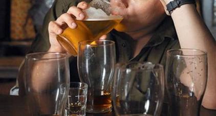 دعاة وفقهاء: ليس في الدين ما يحرم شرب الخمر 40 يوما قبل رمضان