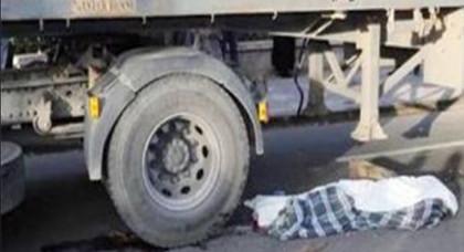 """سائق شاحنة للنقل الدولي يدهس """"حراك"""" مغربي انتقاما منه"""
