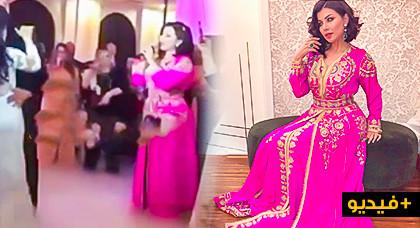 حنان لخضر تخطف الأنظار في زفاف إبنة خالتها وتهديها باقة من الأغاني
