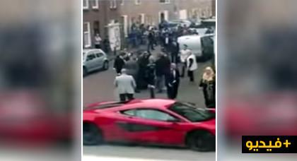"""شاهدوا... عراك بين أفراد عائلة """"كوبل"""" مغربي في هولندا يثير سخرية رواد مواقع التواصل"""