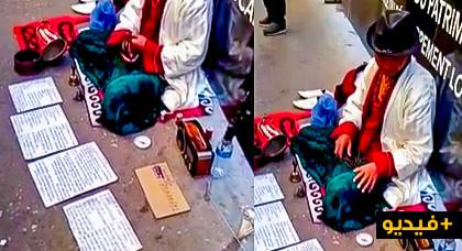 شاهدوا.. صيني يفترش ساحة عمومية في المغرب ويدعي قدرته على التواصل مع الآلهة