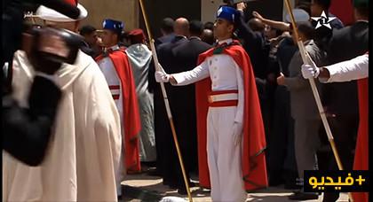مثير.. شاهدوا ما أقدم عليه مواطنون عقب إنتهاء الملك محمد السادس من أداء صلاة الجمعة