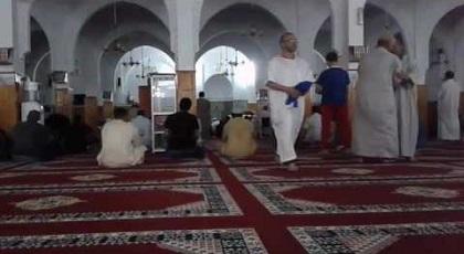 """حدث في المغرب.. مؤذن يرفع آذان المغرب بـ""""الخطأ"""" ويتسبب في إفطار الصائمين قبل الموعد"""