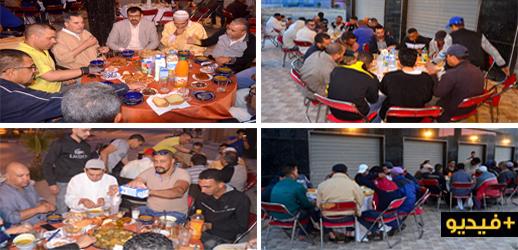 موائد الرحمان تجمع محسنين ومنتخبين بالمعوزين وعابري السبيل في رمضان بالدريوش