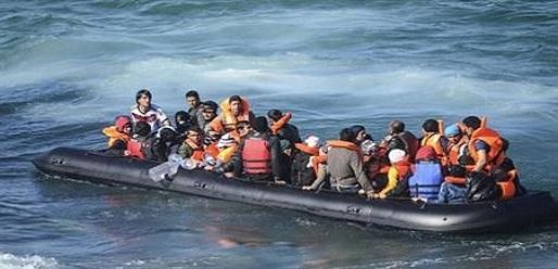 البحرية الملكية تنقذ عشرات المهاجرين بينهم نساء وأطفال أبحروا من سواحل الريف