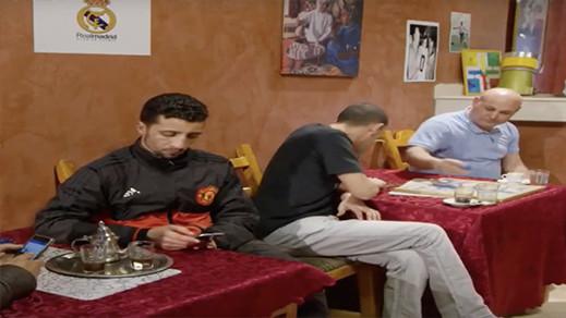 """شاهدوا الحلقة 6 من السلسلة الريفية الساخرة """"ماسين ذ ميمون"""" على الشاشة الأمازيغية"""