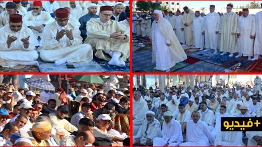 الآلاف من سكان الدريوش يُؤَدّون صلاة عيد الفطر المبارك وسط أجواءٍ روحانية وإيمانية مَهِيبَة