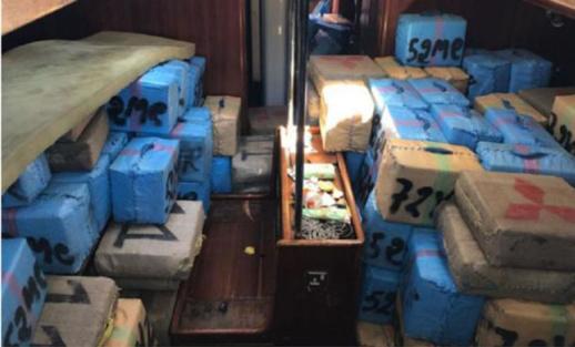 البحرية الاسبانية تعترض قاربا محملا ب 10 أطنان من الحشيش المغربي تقدر قيمته بـ  13 مليون يورو