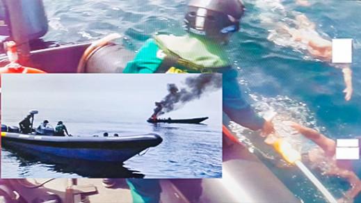 """إسبانيا.. احتراق قارب يستعمل في تهريب """"الحشيش"""" بعد مطاردته وإيقاف 4 مهربين"""