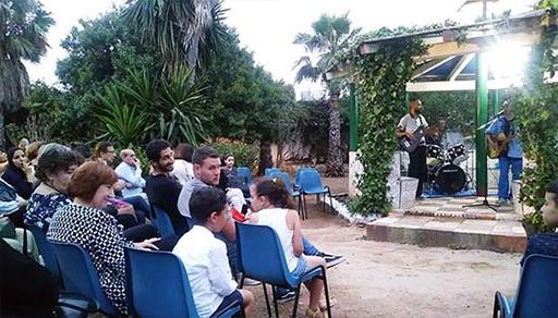 """المعهد الإسباني بالحسيمة يُكرّم الفرقة الموسيقية """"ريف لاند"""" التي يرأسها الفنان الناظوري الرحماني"""