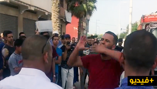 """شاهدوا.. نشطاء يخرجون دفاعا عن """"الطوبيسات"""" ضد طاكسيات العروي"""