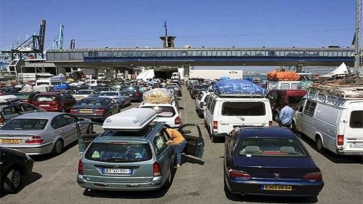"""يهم الجالية.. الجمارك تجيز للزوجين والأبناء بسياقة سيارة """"العائلة"""" في المغرب"""