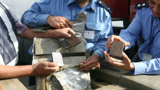 الجمارك المغربية تضبط مواطنا اسبانيا حاول تهريب 22 كيلوغرام من الحشيش