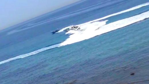 بالفيديو.. مطاردة مثيرة لزورقين يحملان الحشيش تنتهي بفشل دورية إسبانية في توقيفهما