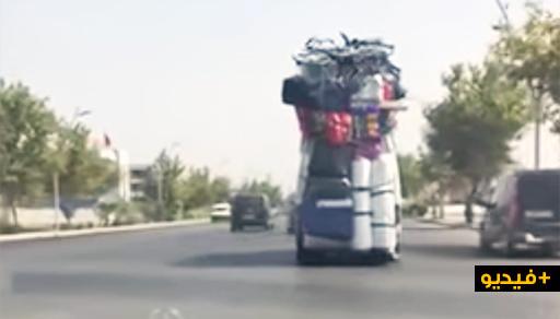 سيارة مهاجر محملة عن آخرها بأطنان من البضائع والسلع وسط الناظور تثير سخرية عارمة بالفايسبوك