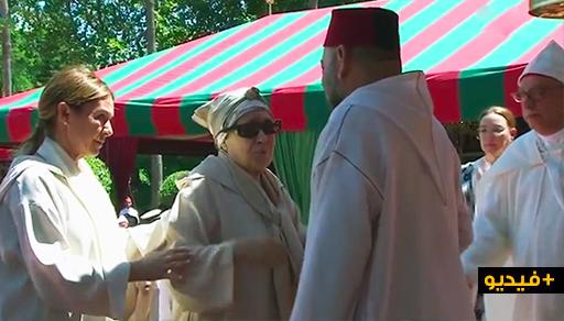 شاهدوا.. هكذا إستقبل وتحدث الملك مع ابنة عبد الكريم الخطابي