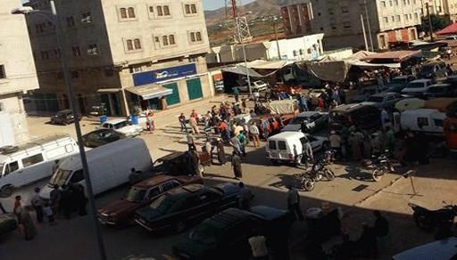 تمسمان.. إحتلال الشارع الرئيسي وغياب التشوير يسببان فوضى مرورية وحوادث سير خطيرة ببلدة كرونة