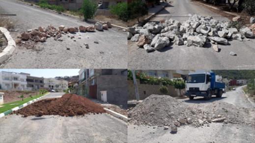 الحسيمة.. مواطنون يغلقون الشوارع بالاحجار والاتربة