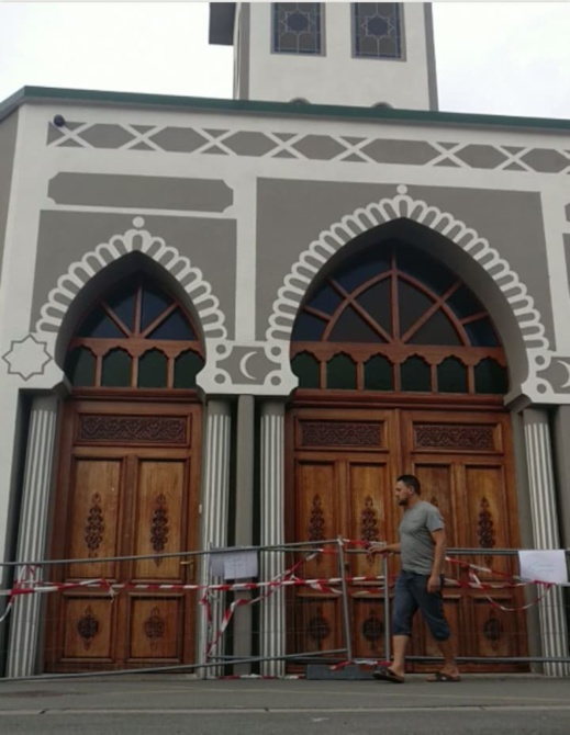 """شخص يقتحم مسجدا بسيارته ضواحي مدينة """"ليل"""" والشرطة الفرنسية تبحث عن المشتبه به"""