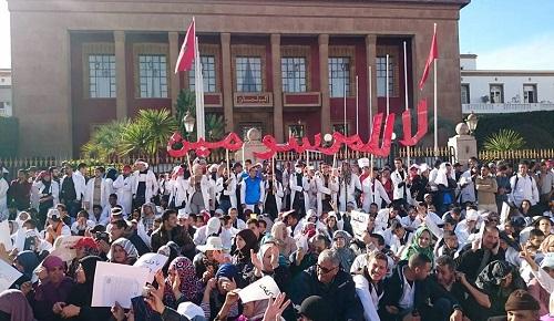 """لجنة دعم """"حراك الريف"""" تعلن انخراطها في اعتصام الأساتذة المتعاقدين أمام البرلمان"""