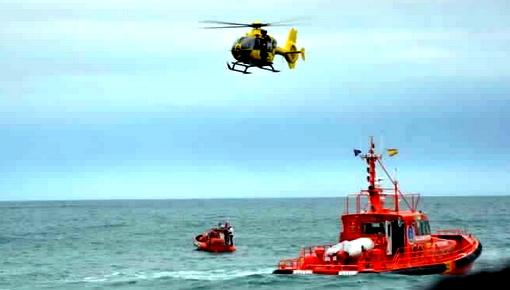 """إنقاذ شابين أبحروا من سواحل الريف على متن """"جيتسكي"""" نفذ لها الوقود وسط البحر"""