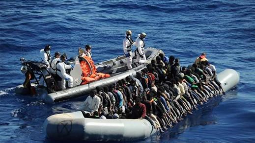 """السلطات الإسبانية تعتقل شابا مغربيا بتهمة تهريب 30 """"حراكا"""" انطلاقا من سواحل الحسيمة"""