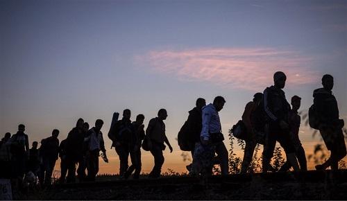 """استطلاع: الفساد و """"الحكرة"""" أسباب تدفع 90 بالمائة من المغاربة إلى الهجرة"""