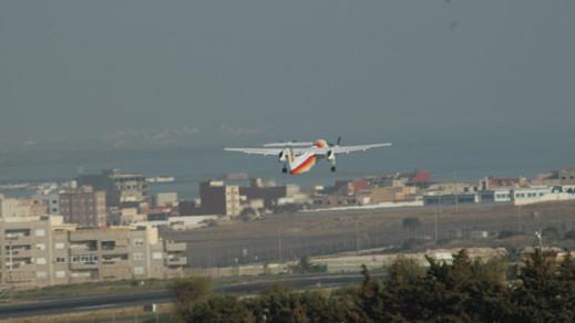 طائرة قادمة من مالقة بقيت عالقة في سماء مليلية أكثر من ساعة وتسببت في إرتباك الرحلات الجوية