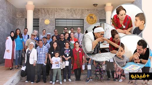"""ضيوف مهرجان السينما الدولي يجرون زيارة إنسانية إلى مقر جمعية """"أيمن"""" للتوحد بالناظور"""