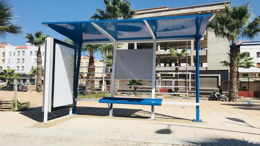 تثبيت أول محطة لتوقف حافلات النقل الحضري معززة بشاشة إلكترونية بمدخل الناظور
