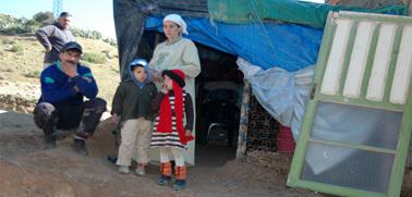 عائلة بزايو تعيش في العراء تطالب عامل الناظور بالتدخل من أجل انصافها