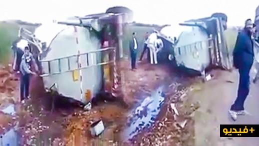 """مواطنون يسرقون """"البنزين"""" من شاحنة للنقل تعرضت لحادث سير"""
