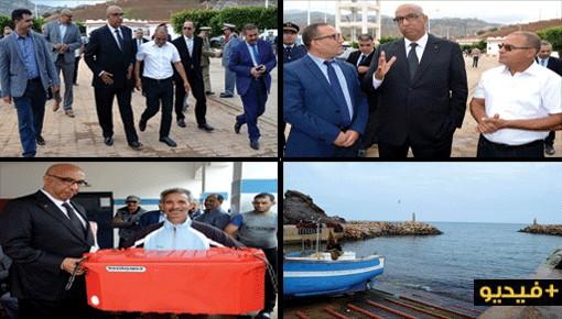 عامل إقليم الدريوش يستمع لمطالب بحارة ميناء سيدي احساين ويشرف على توزيع صناديق لتخزين السمك