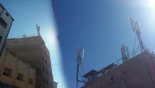 """ساكنة """"لعراصي"""" بالناظور تحتج ضد تثبيت لاقط هوائي وسط حيّها السكني"""
