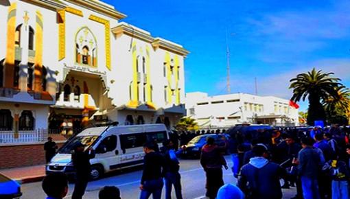 """استئنافية الحسيمة توزع أزيد من 40 سنة سجنا على نُشطاء احتجوا على إدانة قائد """"حراك الريف"""" ورفاقه"""