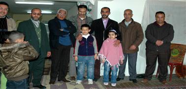 عضو جماعة العدل والإحسان فريد زروال يدخل بيته بزايو بعد رفع قرار التشميع