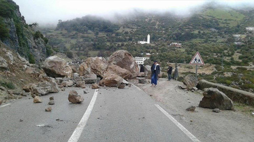 انهيار صخري يعزل دواوير قروية بين شفشاون والحسيمة