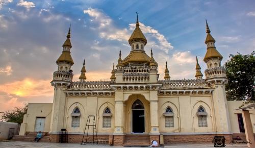 المغرب يدعم مساجد إسبانيا بـ1.4 مليون أورو في عام واحد