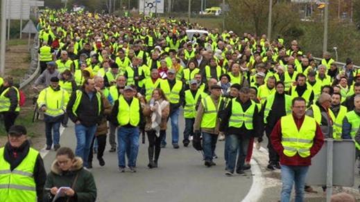 عشرات الآلاف من الفرنسيين يتوجهون اليوم إلى باريس للاحتجاج على ارتفاع تكاليف الوقود