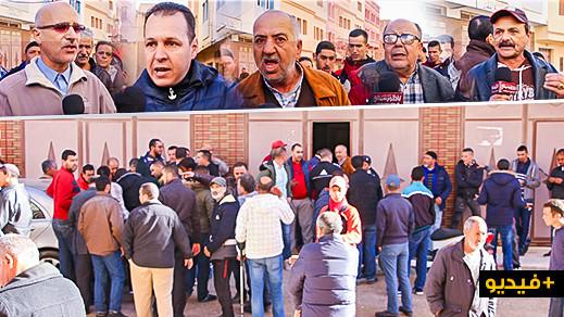 """جزارو أزغنغان يحتجون أمام مقر الباشوية ضد قرار ترحيل """"مسلخ"""" المدينة صوب الناظور ويهددون بإغلاق محلاتهم"""